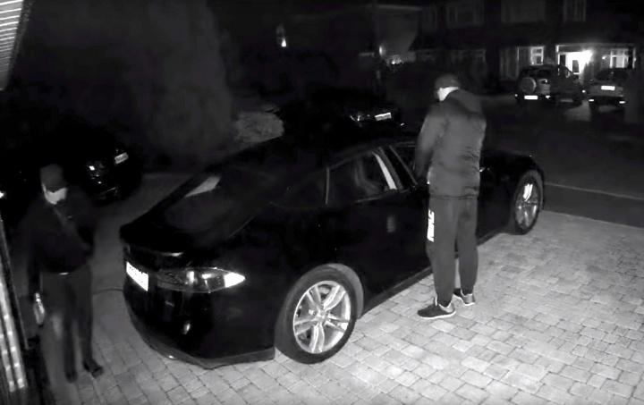 Imagens de assalto ao Tesla Model S