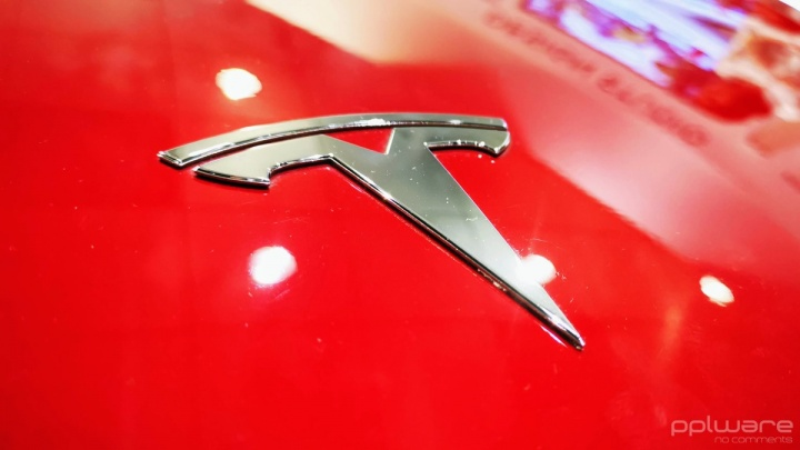 Tesla travagem acidentes Autopilot evitar
