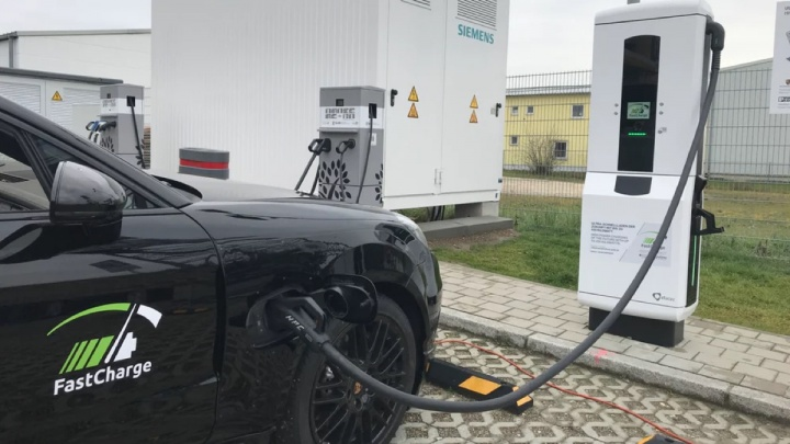 Porsche BMW elétricos carregador Tesla