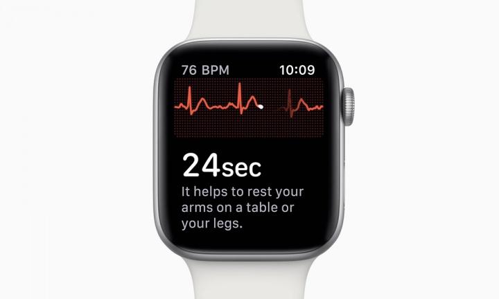Imagem Apple Watch Serie 4 a fazer um ECG