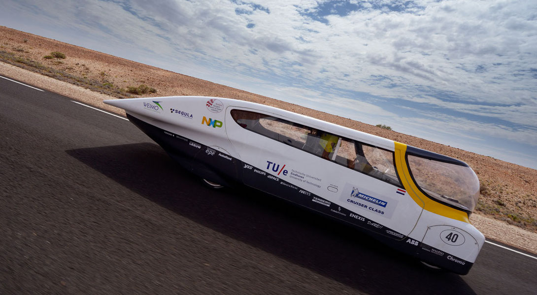 aabe8166bb5 Stella - Primeiro carro familiar movido a energia solar (vídeo ...