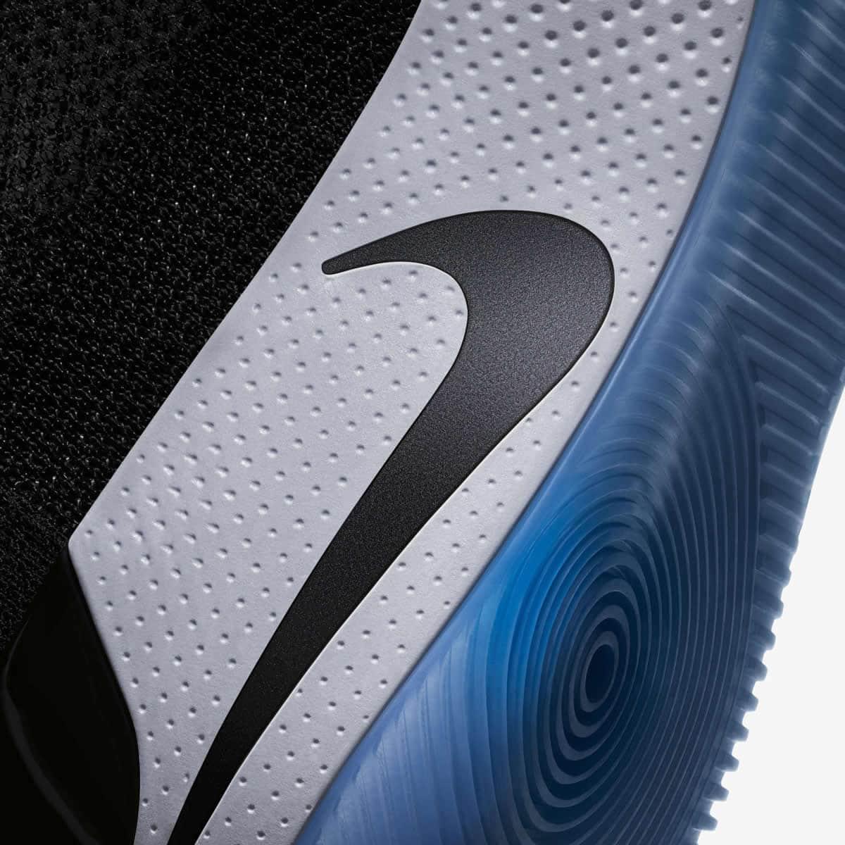 bb87c6c78cf Neste momento temos um pequeno motor dentro das Nike Adapt BB. Com um  simples clique através da aplicação para smartphone este entra em ação.