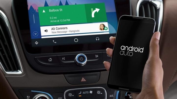Imagem Google Android Auto a ilustrar suporte para Podcasts