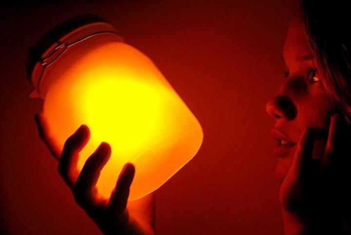 Imagens ilustrativa combustível líquido armazenando a energia do Sol