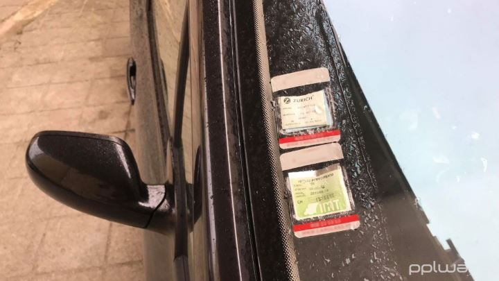 Saiba quais os selos obrigatórios no para-brisas do seu carro