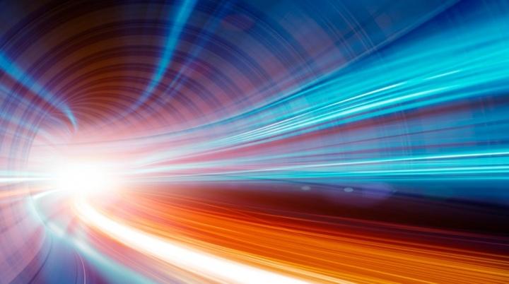 Investigador da NASA mostra velocidade da luz em vídeos