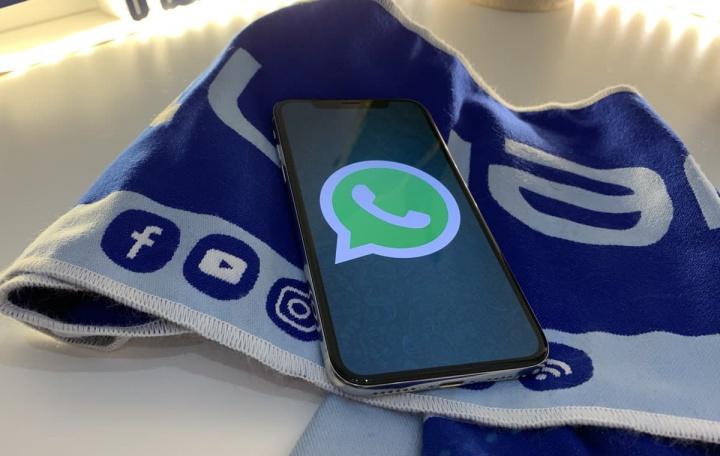 Imagem iPhone XS com WhatsApp para iOS