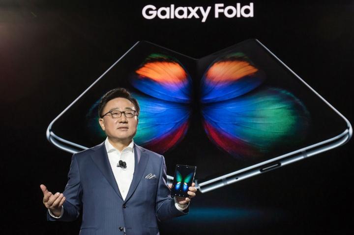 Samsung Galaxy Fold Unpacked 2019 9