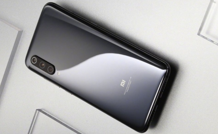 Google Assistant Dark Mode Xiaomi Mi 9 smartphone Android cinza