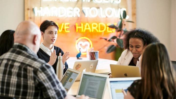 Apple une-se à Dream Corps para reforçar a Iniciativa Educativa para a Comunidade