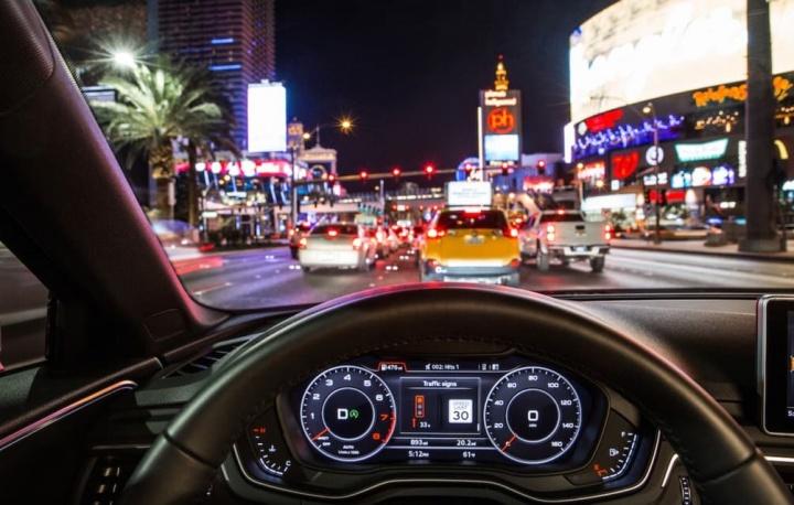 Traffic Light - Audi: Veículos vão ligar-se a semáforos e ter informação no painel