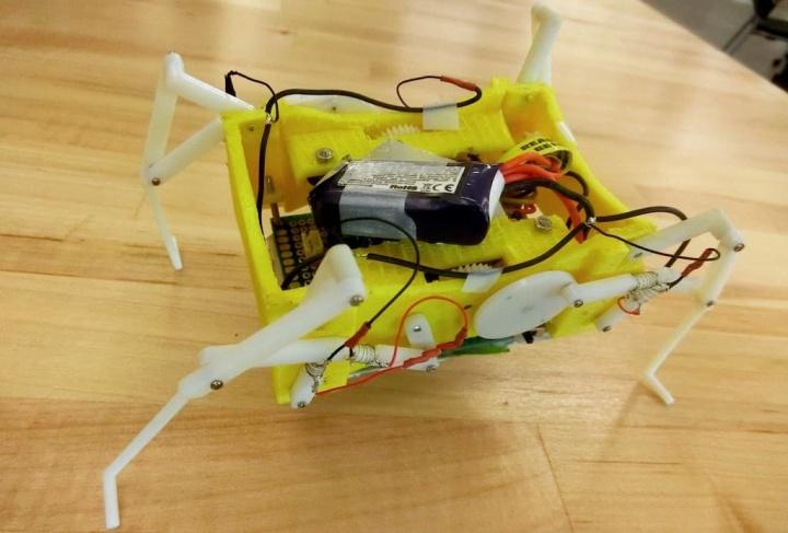 Imagem robô que derrete os seus ossos para moldar a forma como se desloca