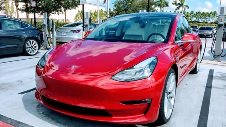 Tesla Model 3 vendas carros elétricos 2018