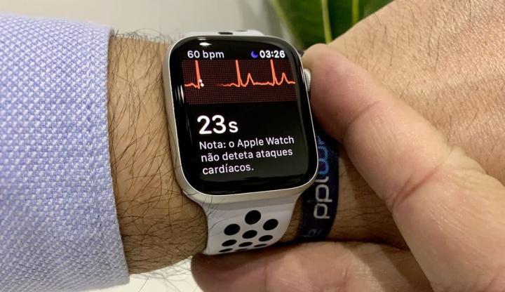 Imagem do Apple Watch com ECG, que em breve poderá chegar à Europa