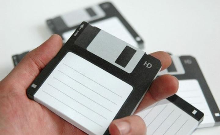 Informação recolhida da aprendizagem da linguagem pré-adulta cabe numa disquete