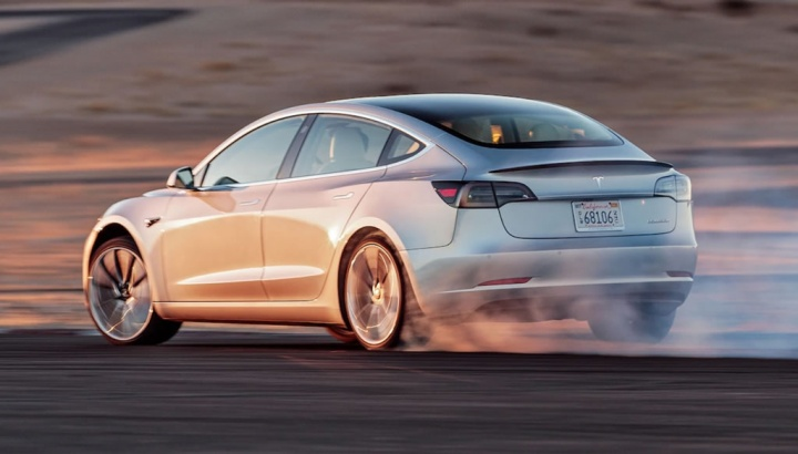 Imagem Model 3 da Tesla com nova atualização de firmware