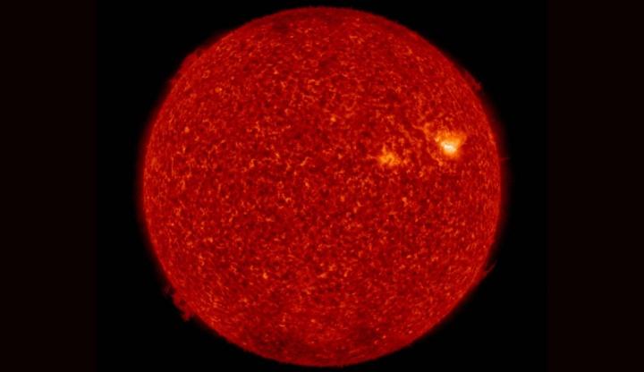 Imagem do sol a queimar com erupções solares que poderá por a Terra em perigo
