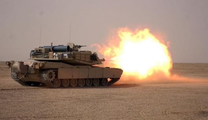 Imagem tanque de guerra dos EUA com inteligência artificial