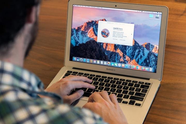 Saiba como colocar uma mensagem no ecrã de bloqueio do macOS no mac - útil no caso de o perder