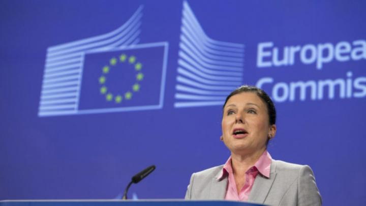 Vera Jourova Comissão Europeia rede social Facebook