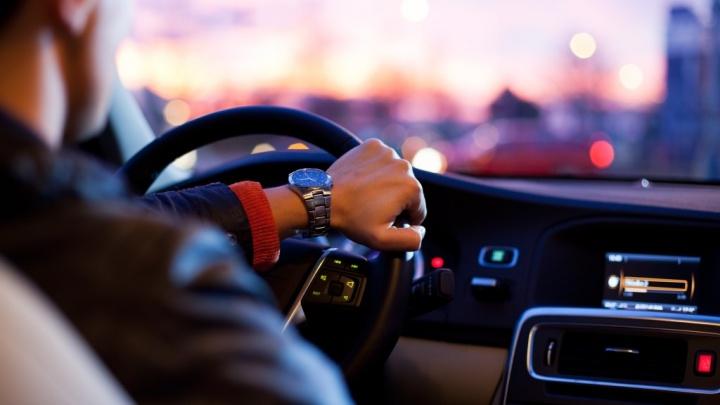 carro automóvel infoentretenimento Android iOS apps app