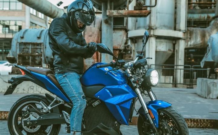 Evoke Motorcycles lança mota elétrica que carrega 80% da bateria em 3 horas