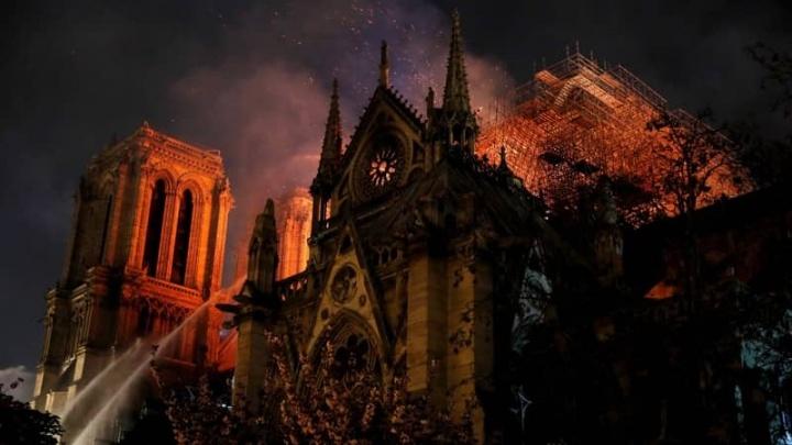 DJI drones Catedral Notre Dame fogo