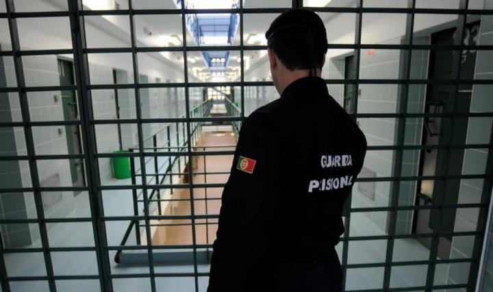 Portugal: Telemóveis nas prisões? Em breve poderá ser possível