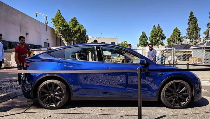 Imagens do Tesla Model Y em exibição na fábrica da Califórnia