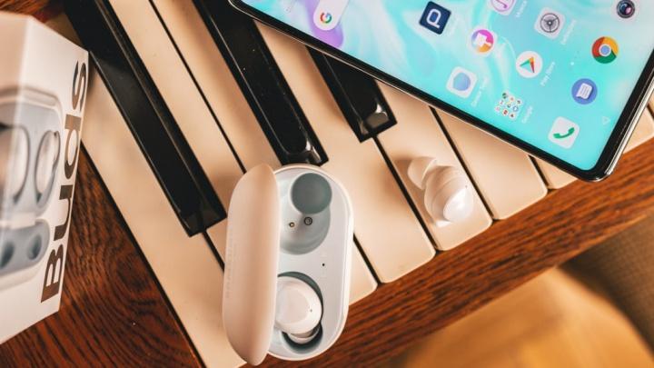 Huawei P30 Lite Samsung Gear Buds