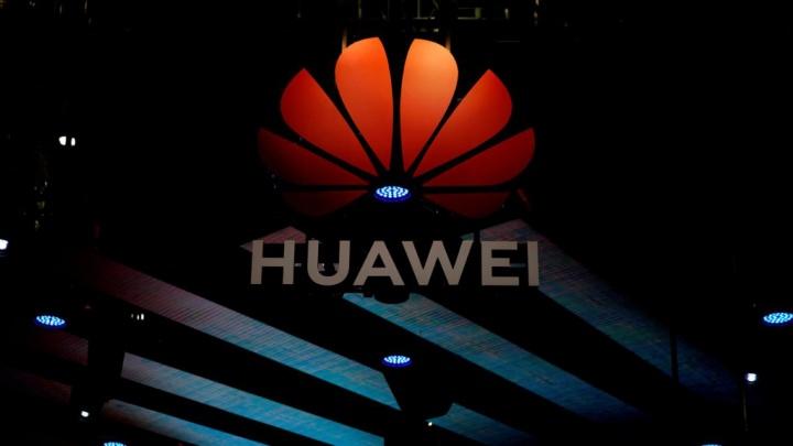 Huawei smartphones Android Facebook WhatsApp Instagram