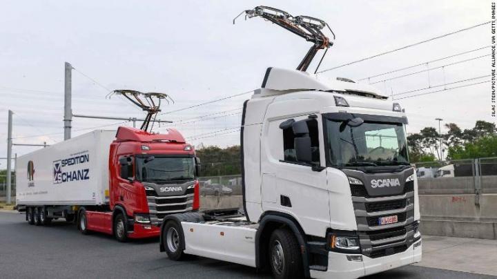 Imagem estrada da Alemanha com sistema Siemens a alimentar camiões elétricos
