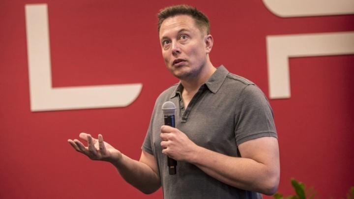 Elon Musk Tesla ordenado 2018 dinheiro