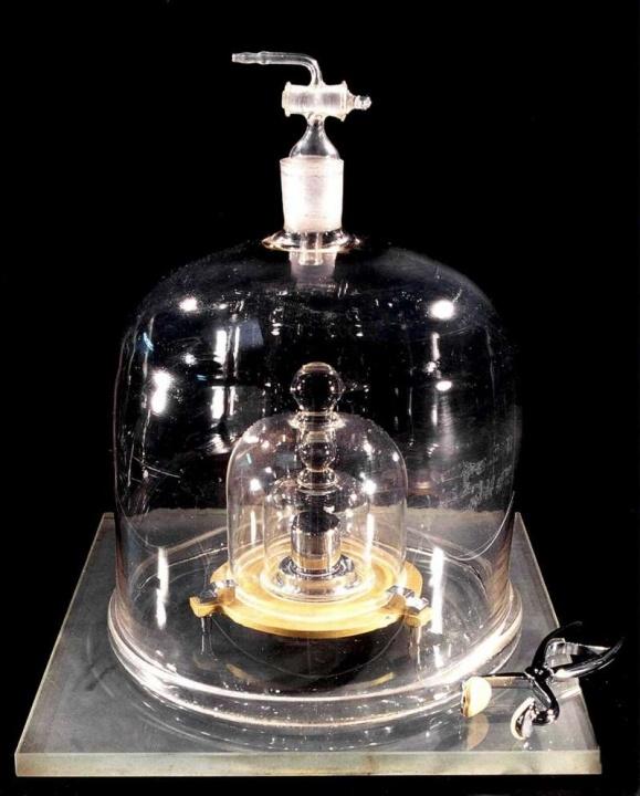 O Protótipo Internacional do Quilograma, guardado perto de Paris
