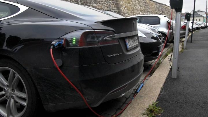 Imagem com cada vez mais carros elétricos na Noruega
