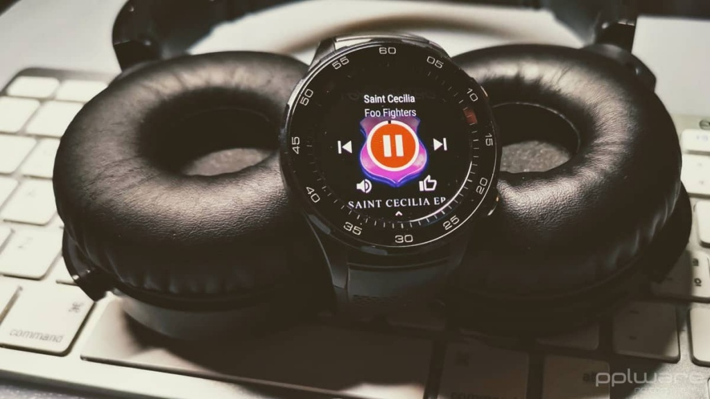 WearOS smartwatch música Google headphones