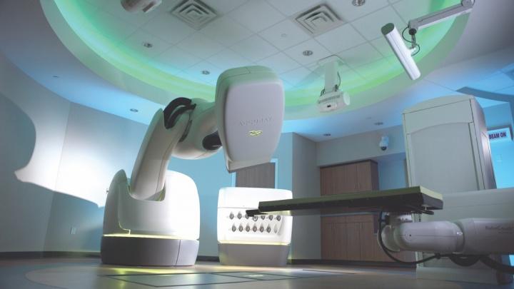 CyberKnife M6: Precisão submilimétrica no combate ao cancro