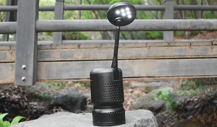 Imagem de um candeeiro LED alimentado a óleo de cozinha