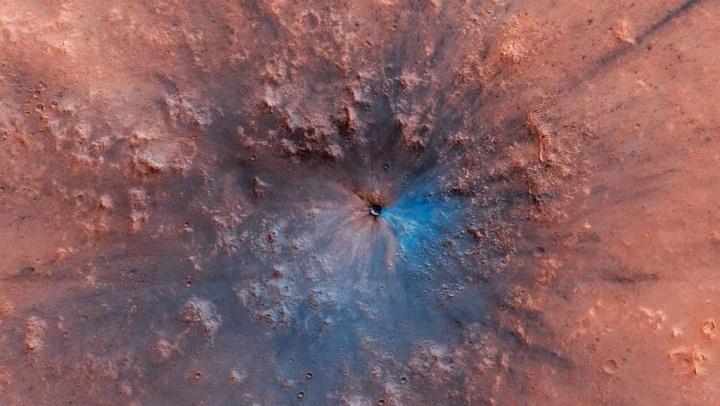 Imagem nova cratera descoberta em Marte pela sonda Mars Reconnaissance Orbiter