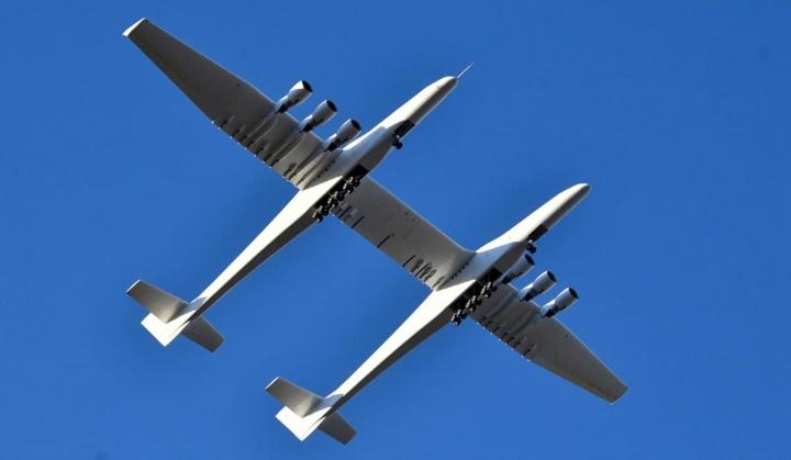 Imagem avião Stratolaunch da empresa de Paul Allen