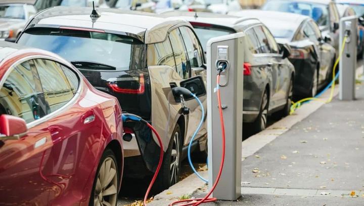 Imagem ilustrativa de exaustão de pontos de carregamento na Suécia para carros elétricos