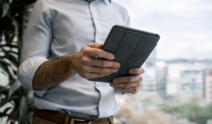 Testemunhas de Jeová trocam Bíblia em papel por tablets