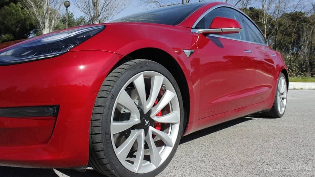 Tesla Model 3 carregar carro elétrico