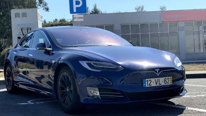 Tesla Model S roubar ladrões segurança