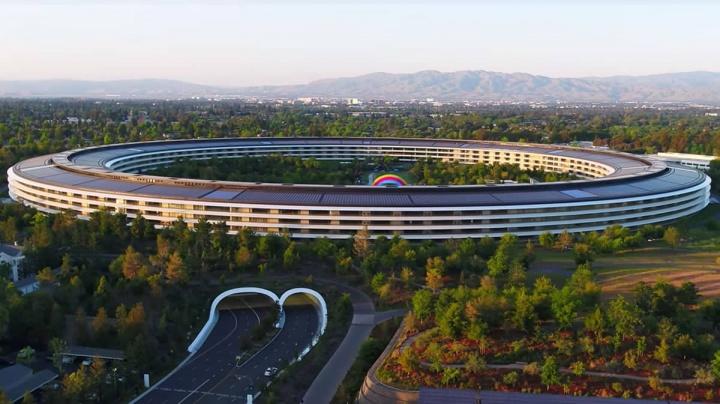 Imagem do Apple Park avaliado em mais de 4 mil milhões de dólares. Um dos edifícios mais caro do mundo
