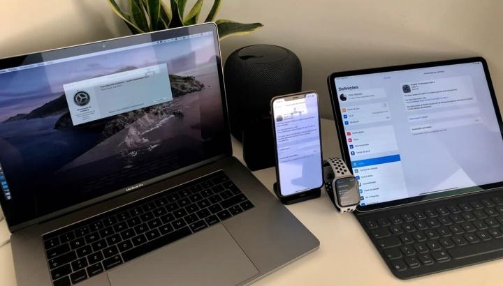 Imagem equipamentos Apple a atualizar para a versão beta 3 do iOS 13, iPadOS 13