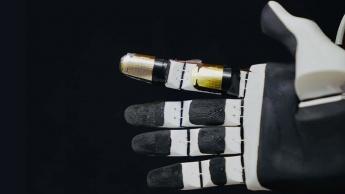 Imagem pele eletrónica mais rápida que a pele dos humanos