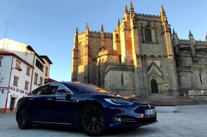 Por cada carro elétrico vendido, petrolíferas perdem 500 euros