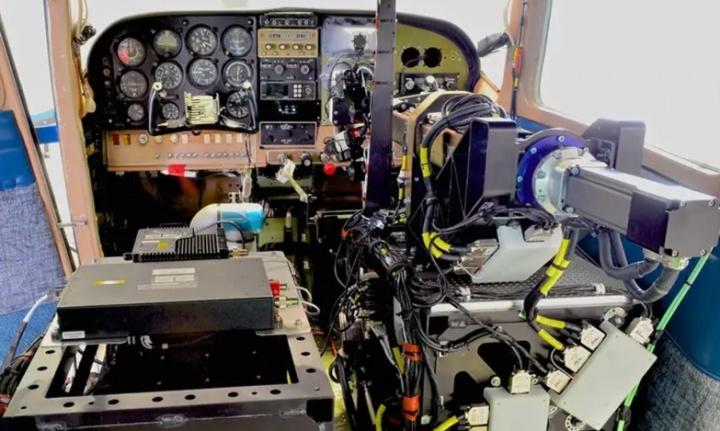 ROBOpilot: O robô que consegue pilotar um avião sozinho