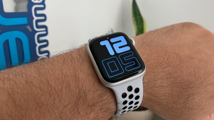 Imagem do Smartwatch Apple Watch 4 que virá em cerâmica e titânio, segundo o watchOS 6
